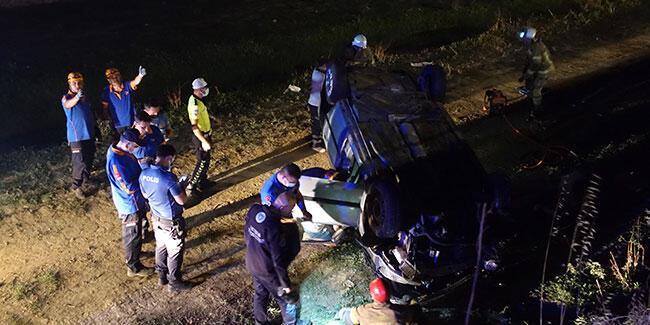 Su kanalına düşen otomobildeki 5 kişi yaralandı