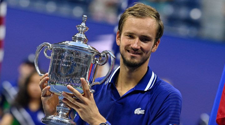 Tarih yazmak isteyen Djokovic'e set vermedi: ABD Açık'ta şampiyon Medvedev