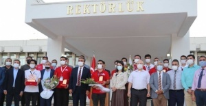 1.5 Adana Roket takımı davul zurnayla karşılandı
