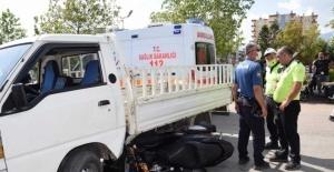 Tamirci çırağı, denemek için aldığı kamyonetle kaza yaptı: 1 yaralı