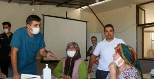 Büyükşehir ekipleri, halkı sağlık konusunda bilgilendiriyor