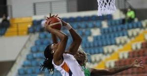 Çukurova Basketbol Yenişehir Belediyesi, evinde rahat kazandı