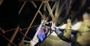 İntihar etmek için çıktığı köprüde sara nöbeti geçirince hayatı kurtuldu