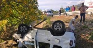 Isparta'da otomobil şarampole yuvarlandı: 2 yaralı
