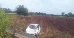 Otomobili tarlaya uçtu, sürücü kayıplara karıştı