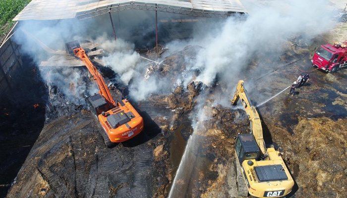Antalya'da çiftlikteki yangın saatlerdir devam ediyor