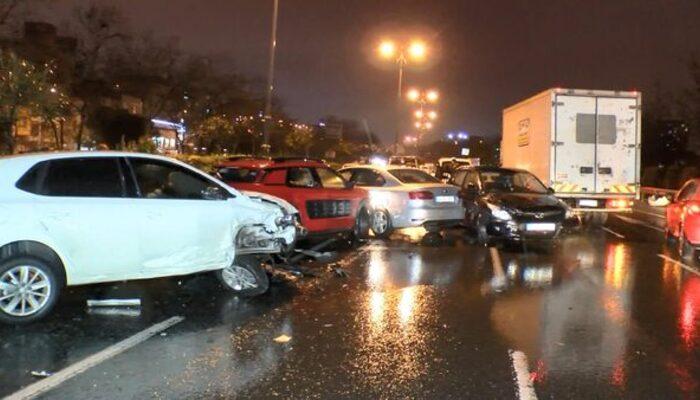 Bağcılar'da zincirleme kaza: 10 araç birbirine girdi