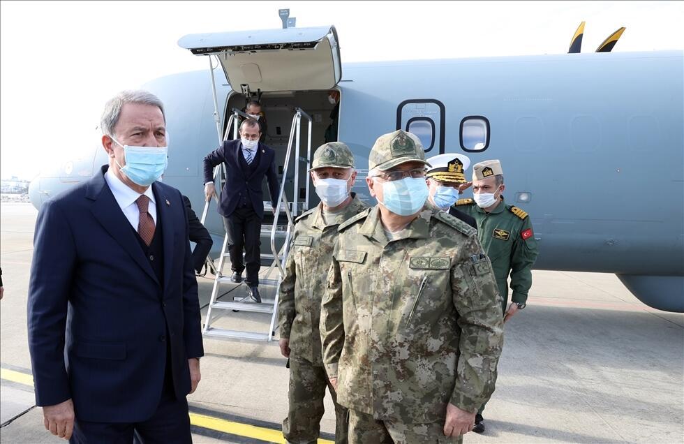 Bakan Akar, Deniz Kuvvetlerinin yeni uçağında inceleme yaptı