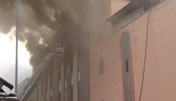 Bursa'da mobilya fabrikasında korkutan yangın! Binlerce koltuk küle döndü