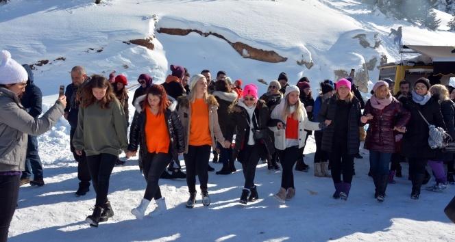 Çambaşı Kayak Merkezi kayakseverlerle dolup taşıyor
