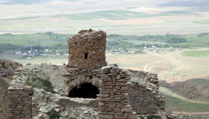Defineciler 'Bakireler Manastırı'nı talan etti