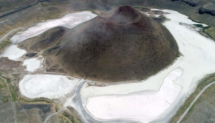 Dünyanın nazar boncuğu 'Meke Gölü' adeta kurudu! Konya'da şoke eden görüntü