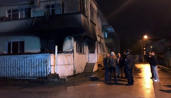Evlerinin alt katında yangın çıktı, karantinada tutulan çift polis eşliğinde olay yerine getirildi