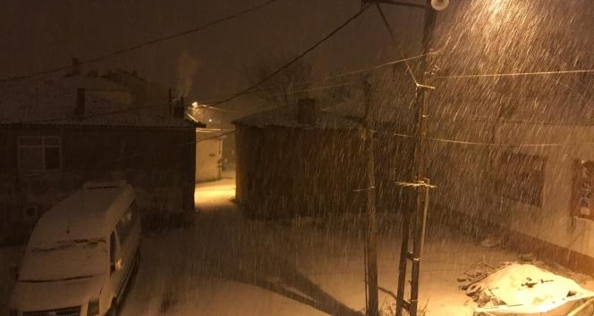 span style=color:unsetİstanbulda kar yağışı etkisini.../span