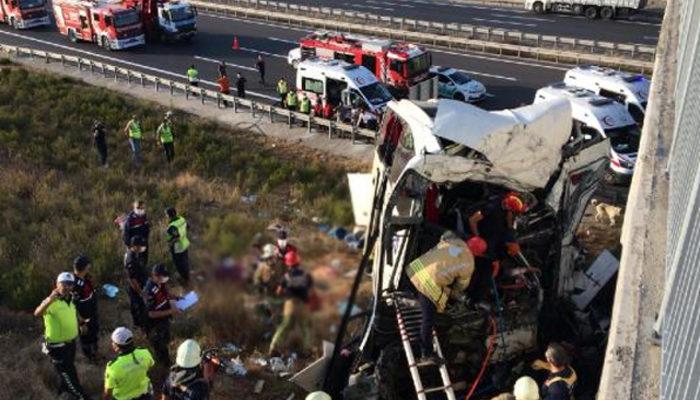span style=color:unsetİstanbulda yolcu otobüsü kaza yaptı!.../span