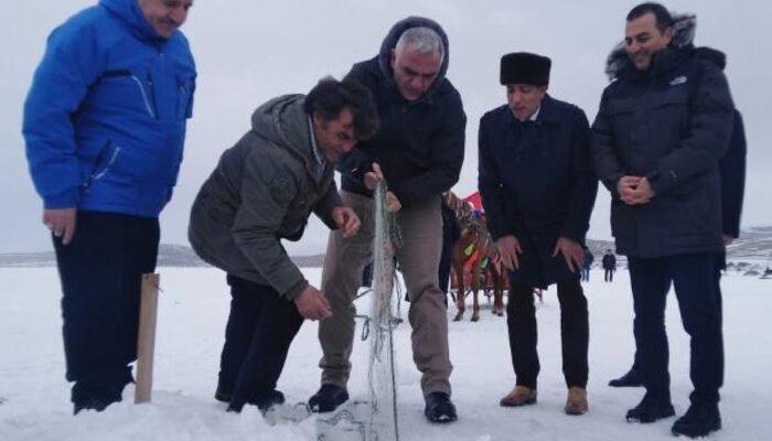 Kültür ve Turizm Bakanı Mehmet Nuri Ersoy Eskimo usulü balık avladı