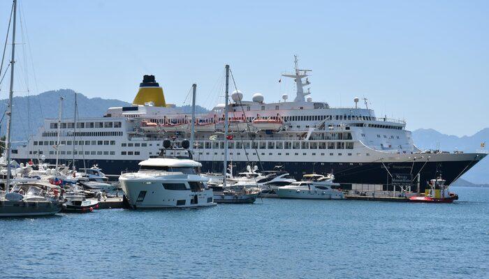 span style=color:unsetLüks yolcu gemisi bakım için Marmariste/span