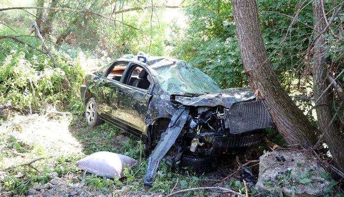 Otomobil 50 metre yükseklikten dere yatağına yuvarlandı: 5 yaralı