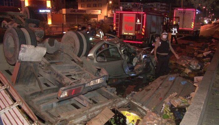 Pendik'te otomobille çarpışan kamyon takla attı: 1'i ağır 5 yaralı