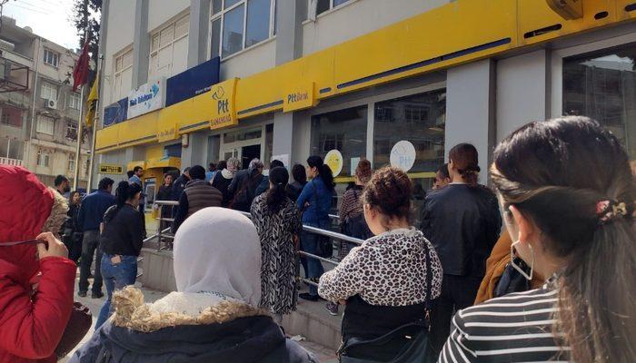 PTT önünde kadınlar sıra yüzünden tartıştı