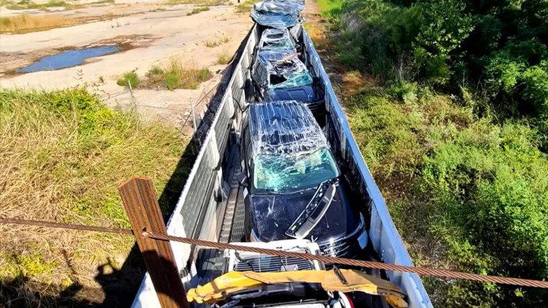 Sayısız Sıfır Otomobili Perte Çıkaran Tren Kazası (Video)