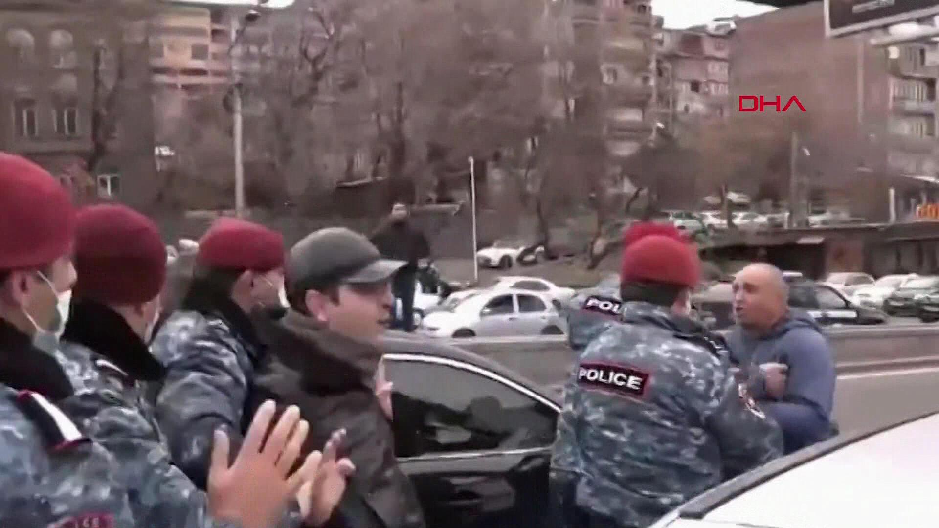 Son dakika! Darbe girişimi sonrası Ermenistan sokaklarında hareketlilik