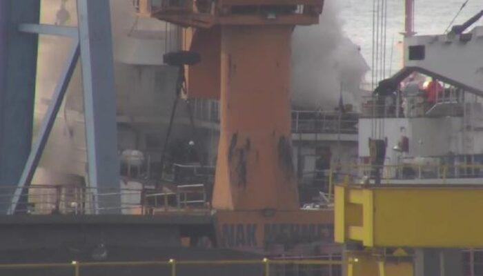 Son dakika: Tuzla'da gemide yangın! Çok sayıda ekip sevk edildi