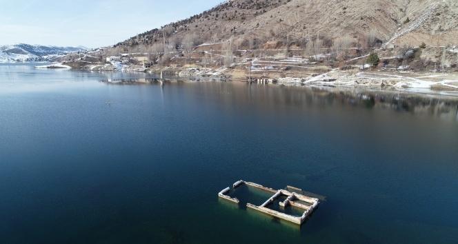 Suların çekildiği barajda minareden sonra evler de ortaya çıktı