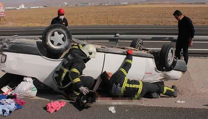 span style=color:unsetTIRa çarpan otomobil takla attı!.../span