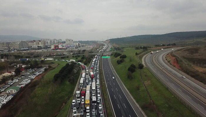 Tuzla ve Silivri'de İstanbul'a giriş çıkış kuyruğu! Havadan görüntülendi