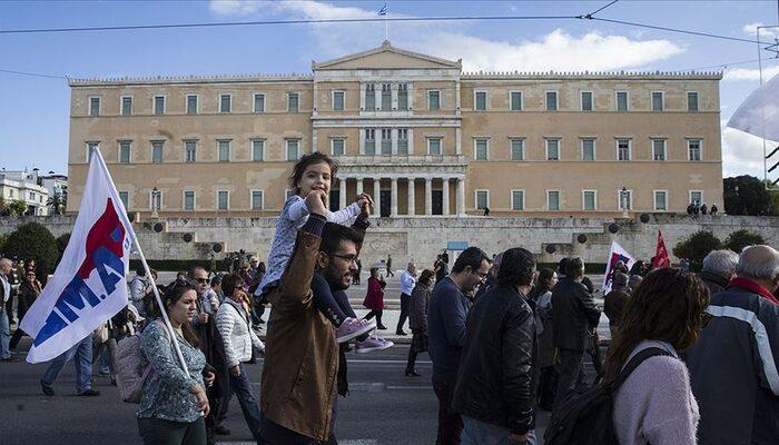 Yunanistan'da 24 saatlik memur grevi hayatı felç etti
