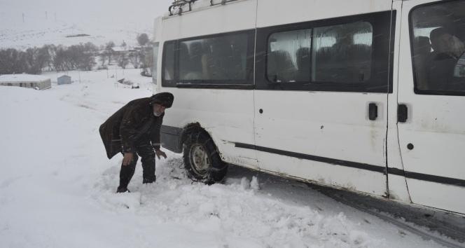 Tipide yolda mahsur kalanların imdadına ekipler yetişti