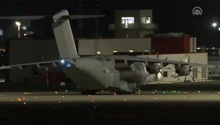 Türkiye'ye sağlık malzemesi almaya gelen İngiliz uçağı gece saatlerinde havalandı