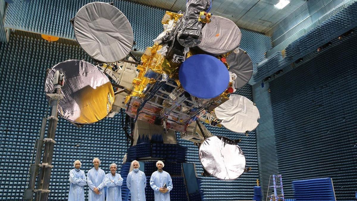TÜRKSAT 5A uydusu Türksat yetkilileri tarafından teslim alındı