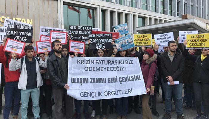 Üniversite öğrencilerinden İBB önünde ulaşım zammı protestosu