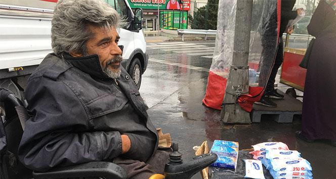 Yağmurda ekmek mücadelesi yürekleri yaktı